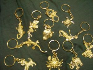12 x Gold coloured metal keyring mix..party bag fillers